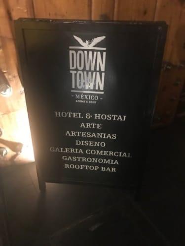 DOWN TOWNの入口サイン