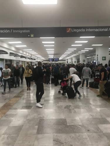 メキシコシティ空港の到着ロビー