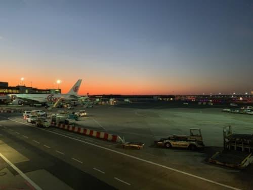 空港の朝焼け
