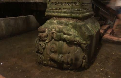 地下宮殿にあるメデューサの頭