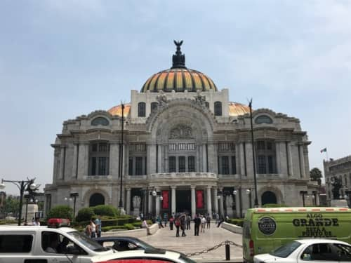 メキシコシティのベジャス・アルテス宮殿