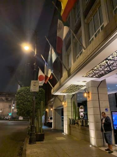 メキシコシティのレストラン入口