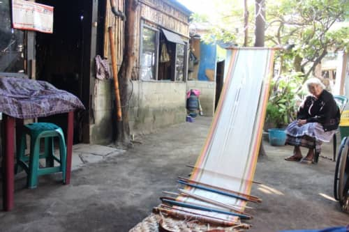 中庭は機織りの作業スペースに。
