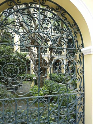 図書館の門