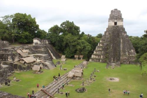 2号神殿から見下ろした1号神殿とグランプラザ