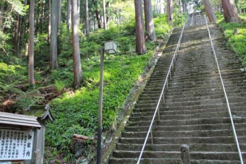 久遠寺 菩提梯