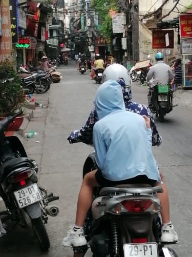 バイクに乗る人の服装