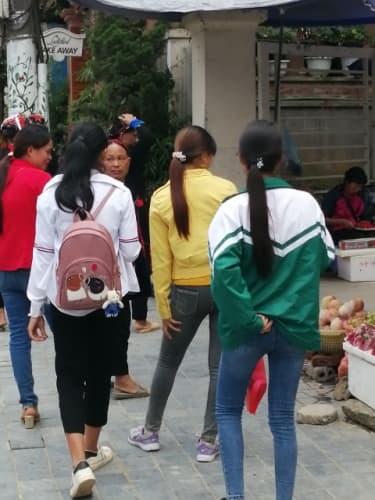 上着を着たベトナムの女性