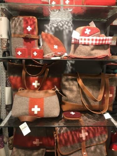 スイスマークのカバン