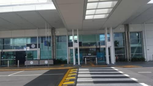 ケアンズ空港外観