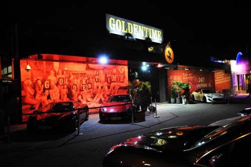 ウィーンのFKK「Golden time」前にて