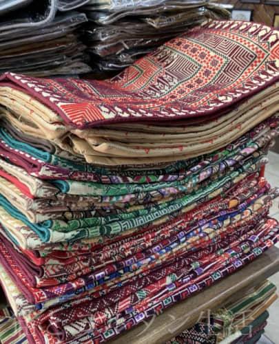 アフガニの手刺繍クッションカバー。