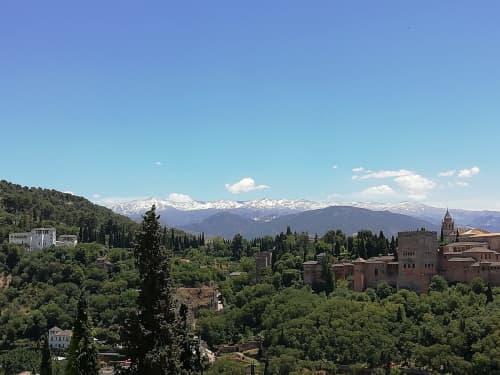 カタルーニャ州から見た冬のピレネー山脈