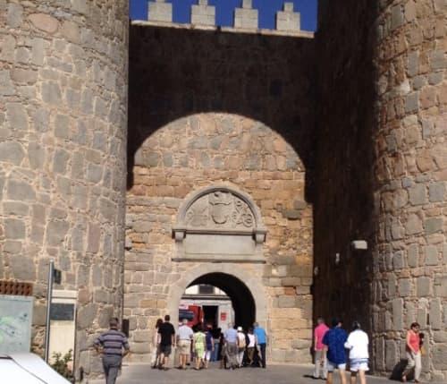 スペインアビア 城門前