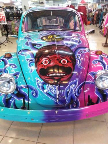 バティック模様の車