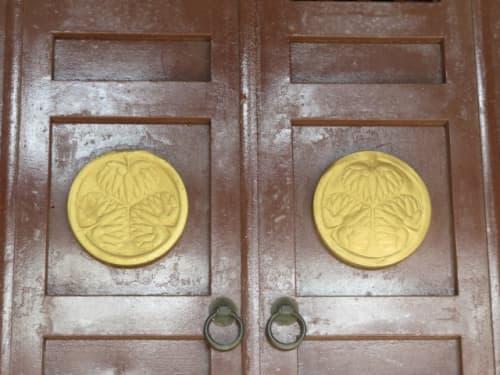 元城町東照宮拝殿の葵のご紋