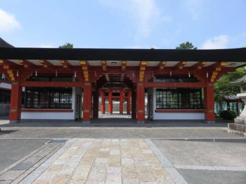 鴨江寺の山門