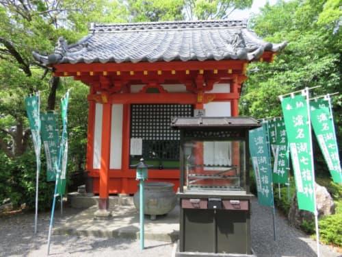 鴨江寺の弁天堂