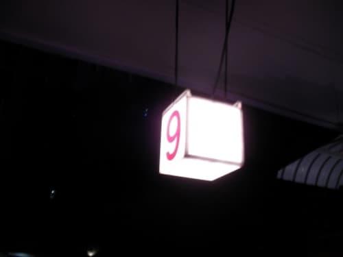 シンガポール公認風俗の証しとなる赤文字の数字