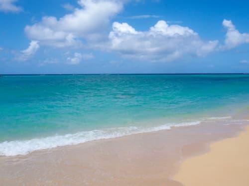 ハワイの綺麗な青い海
