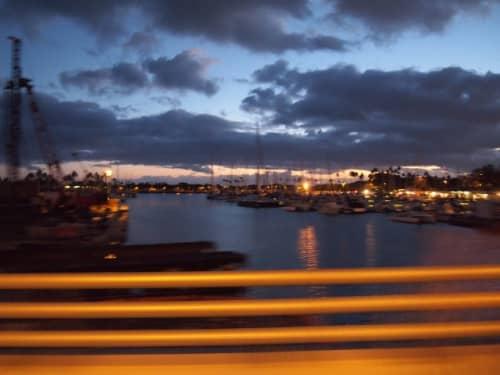 車窓からのハワイの夕焼け