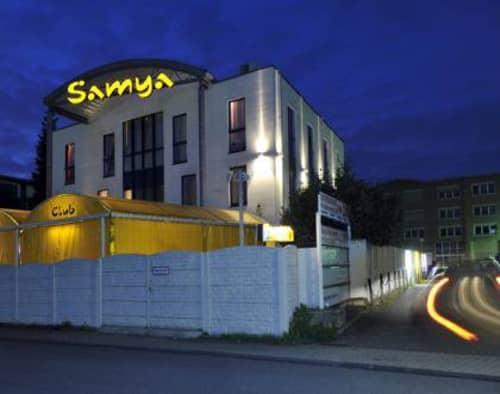FKK Samya前で一枚