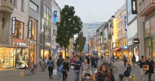 市内の繁華街もかなり賑わっています