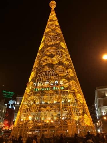 マドリードのソル広場クリスマスツリー