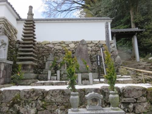 西教寺の明智一族の墓