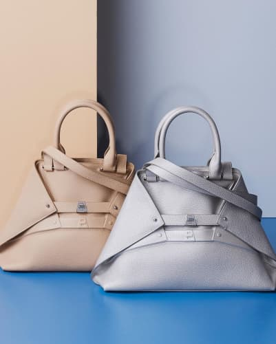 AKRISのバッグ