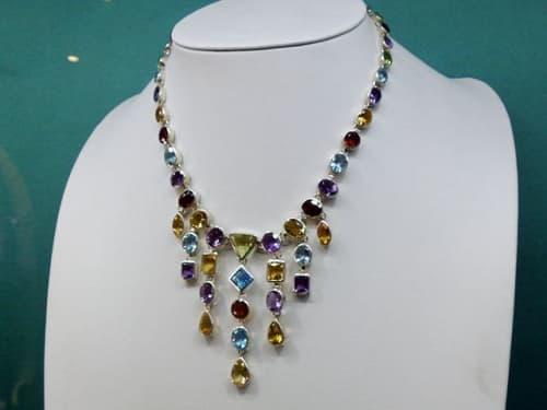 スリランカの宝石・貴石をデザインしたネックレス
