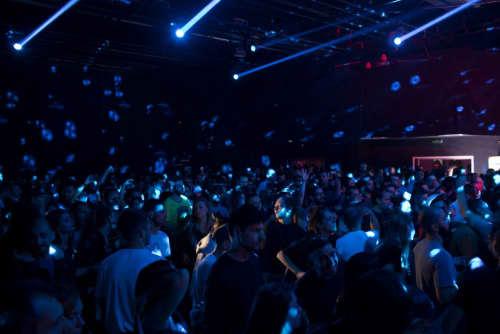 Mix clubは照明も暗め