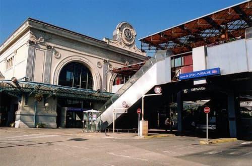 Perrache駅前にて