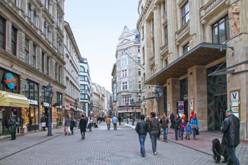 ブダペストにあるデアーク広場近くにて