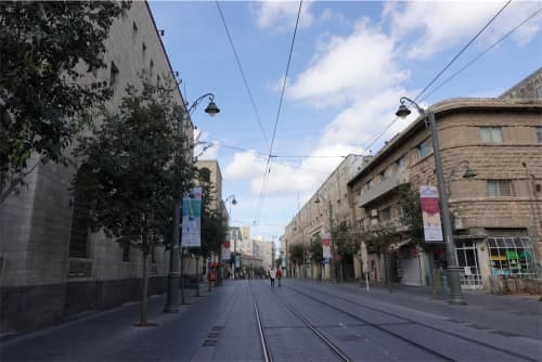 エルサレム市内を闊歩