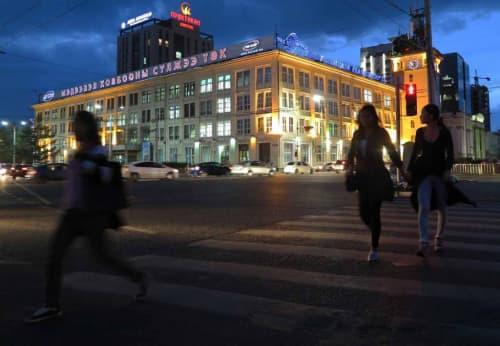 夜の繁華街を一枚