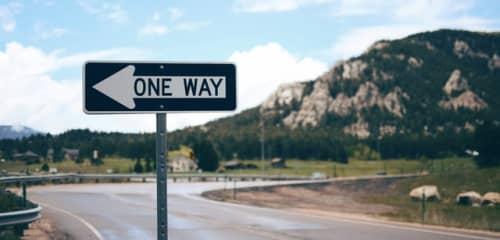 一方通行の道路標識