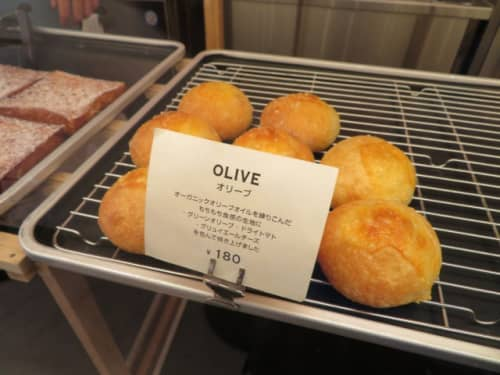 SIDEWALK STANDのパン「オリーブ」