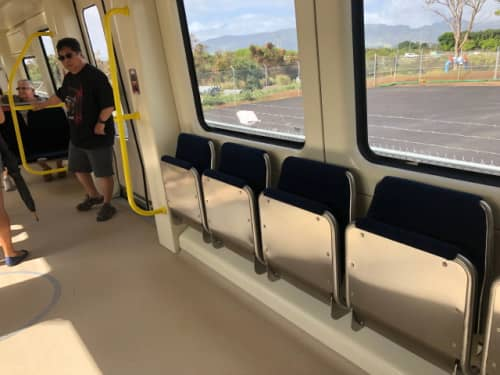 ハワイの電車車内