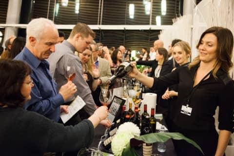ハンガリー・ブダペストのお土産はワイン!在住者おすすめ大人気ブランドと最新ワイン店をご紹介!のサムネイル