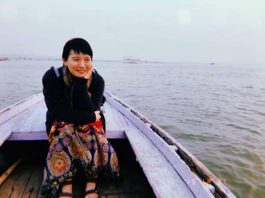 ガンジス川でボートに乗って