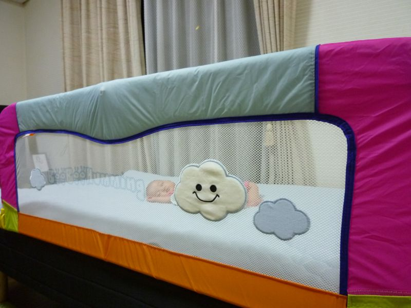 赤ちゃん ベッド 落ちる