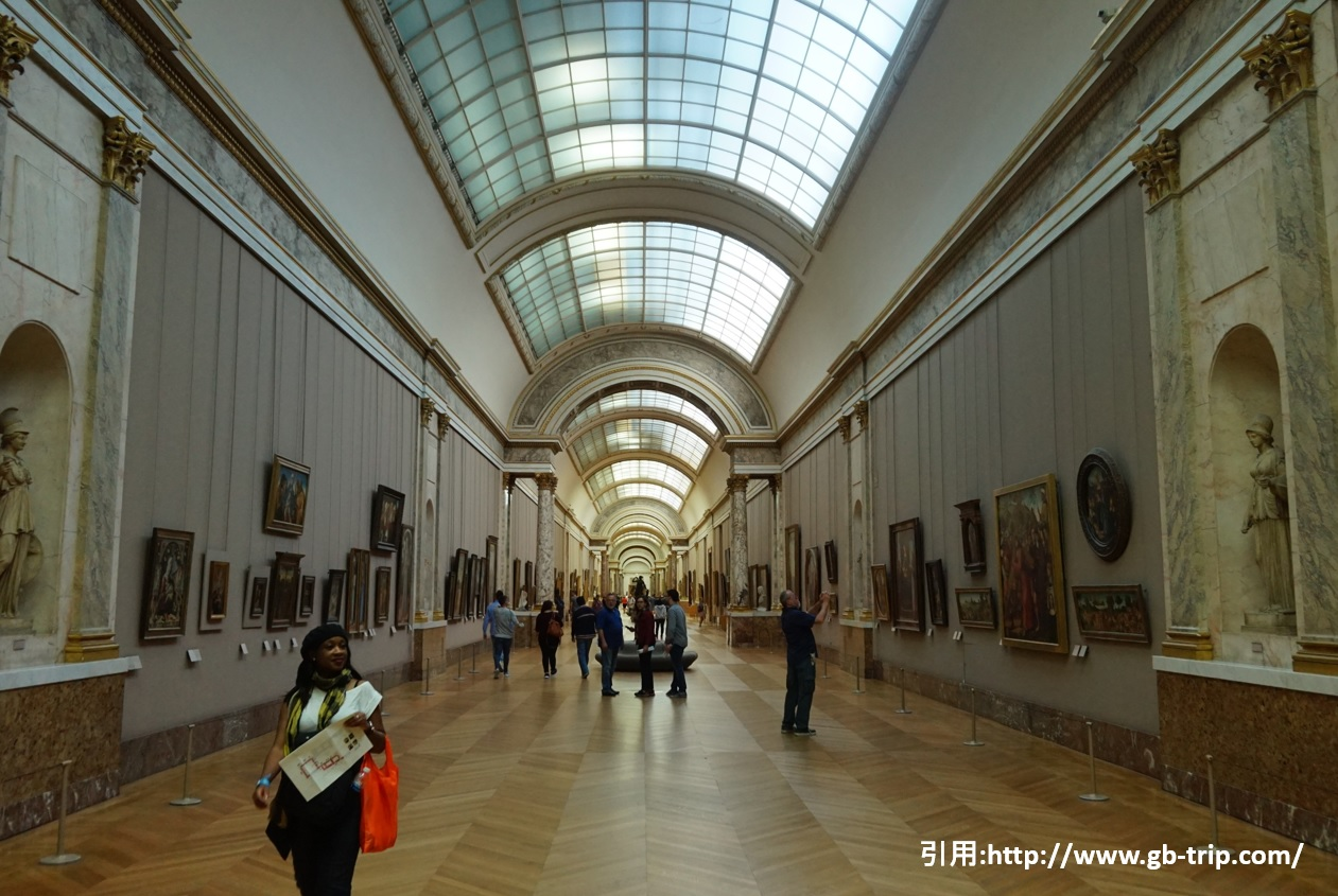 パリの風景 ルーブル美術館