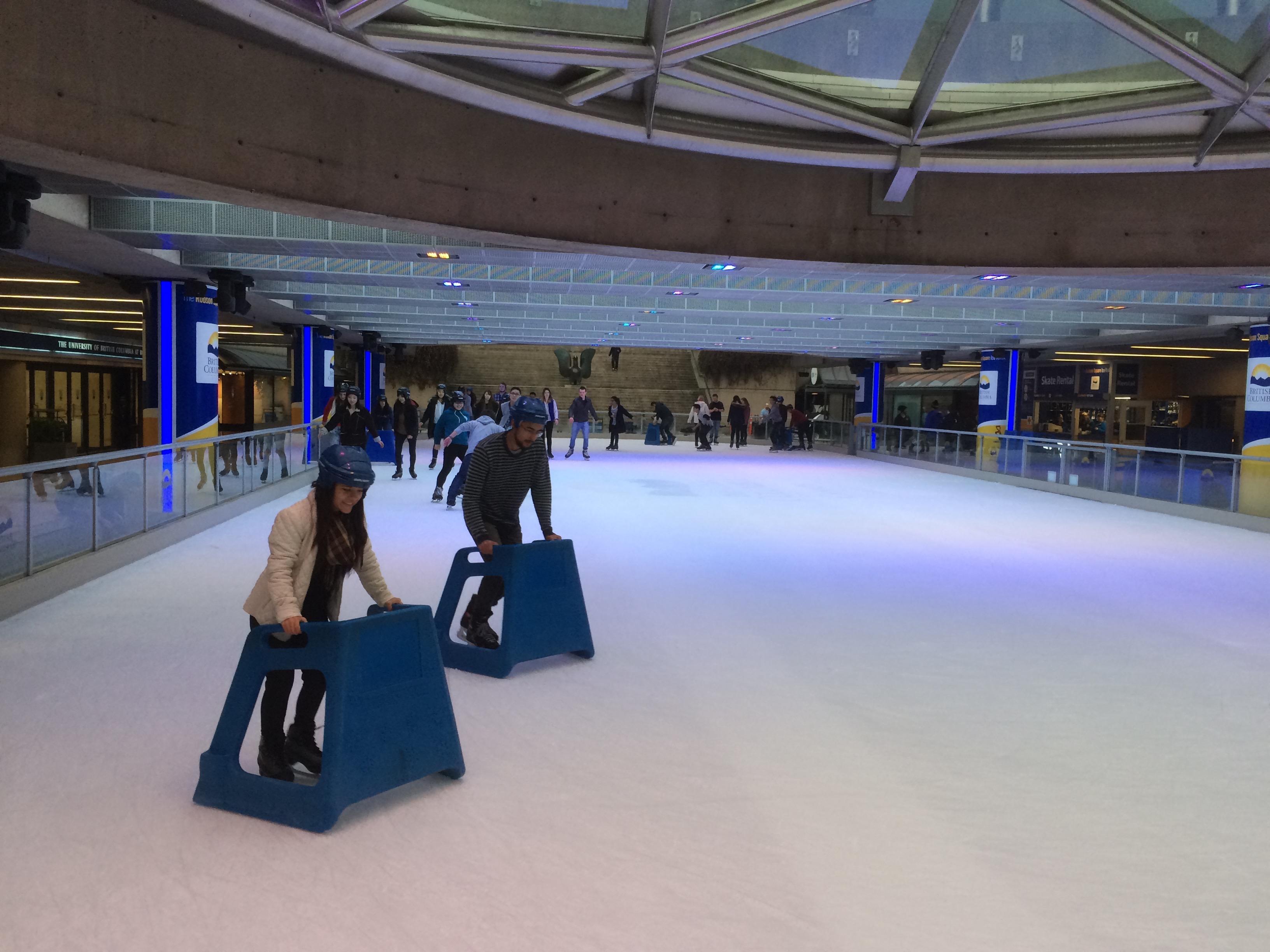バンクーバーのロブソンスクエア スケートリンク