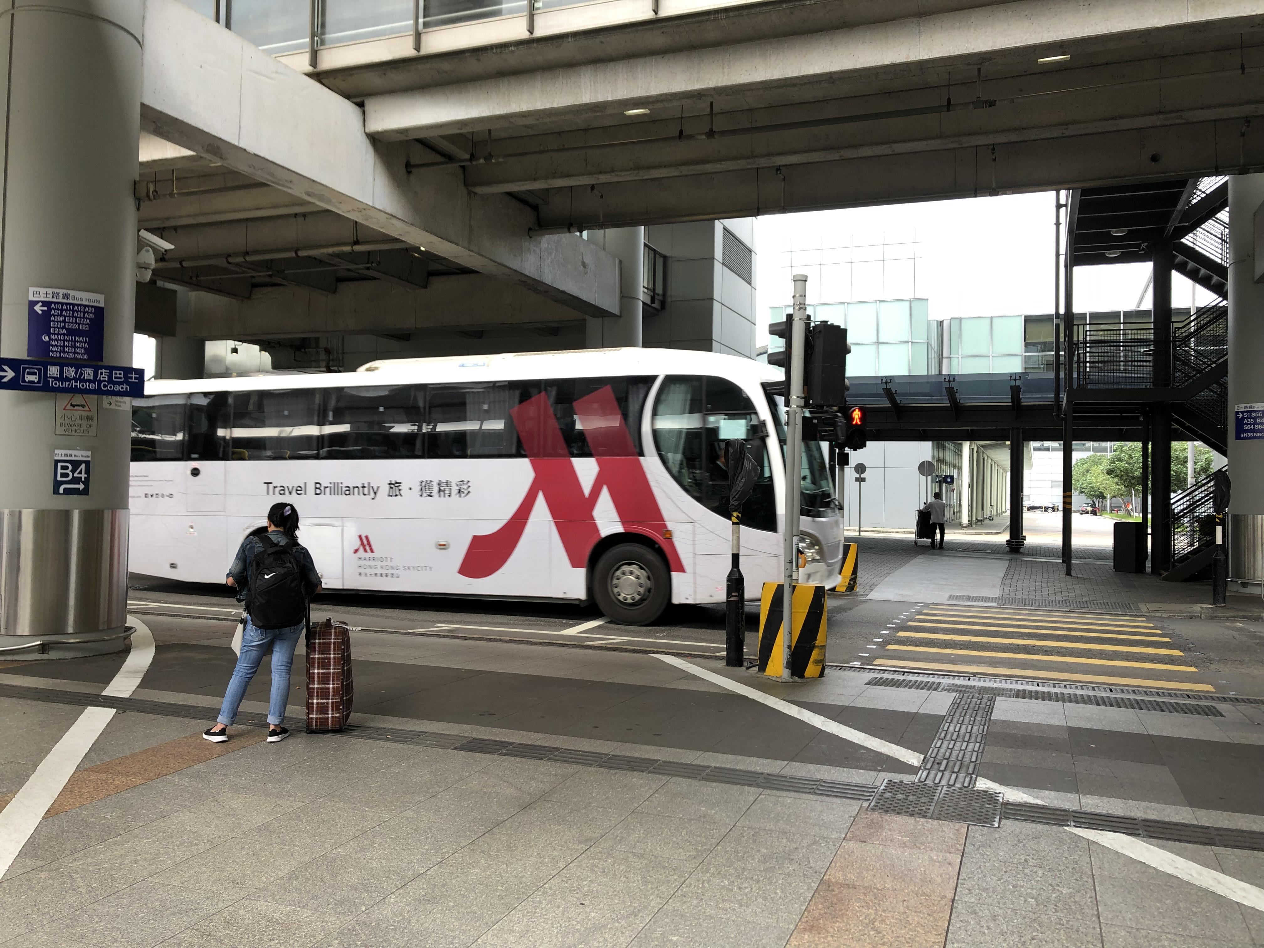 港珠澳大橋の香港側の乗り場「香港口岸」に向かうバスターミナル