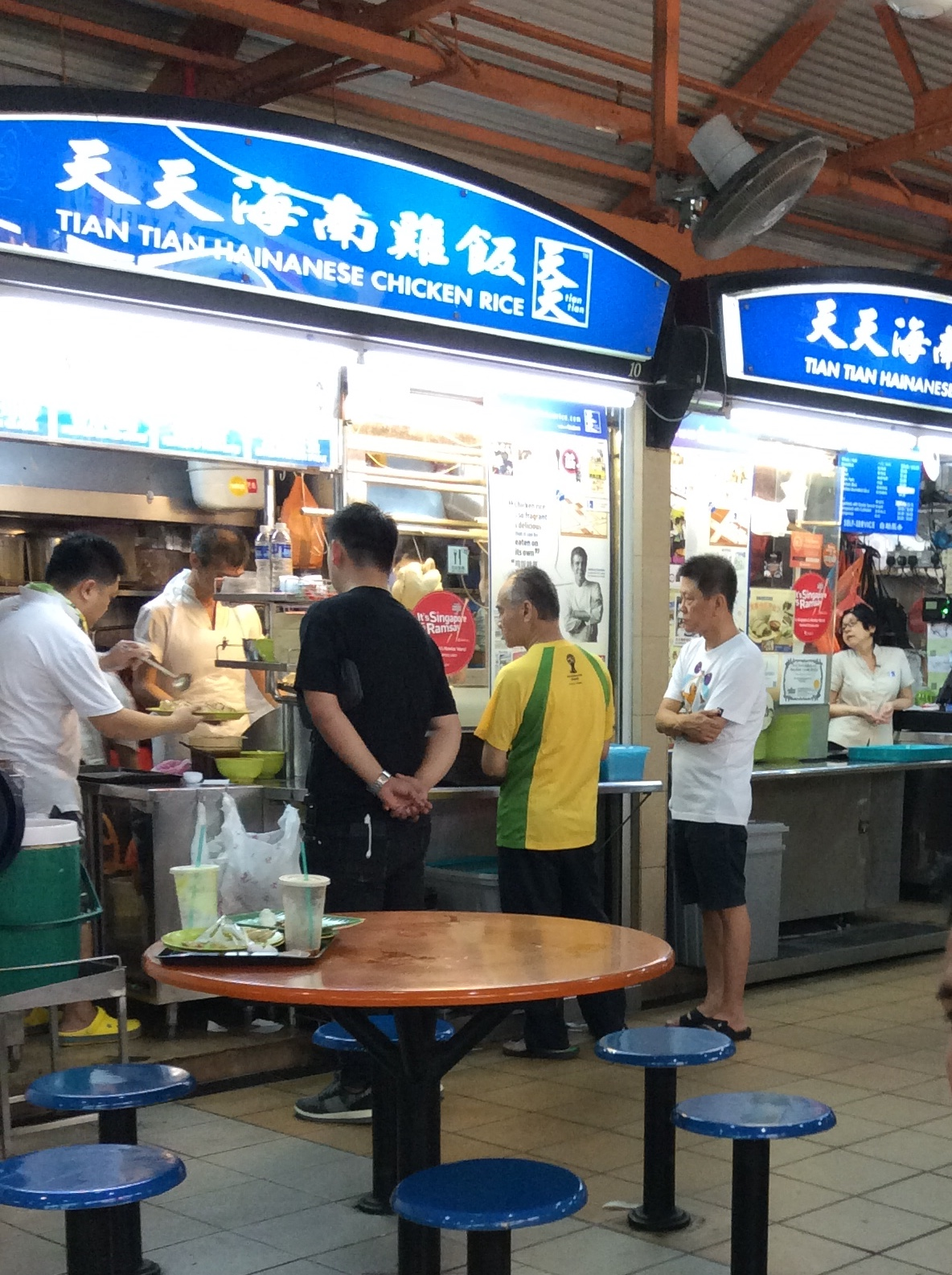 シンガポール チャイナタウンのMaxwell Food Center