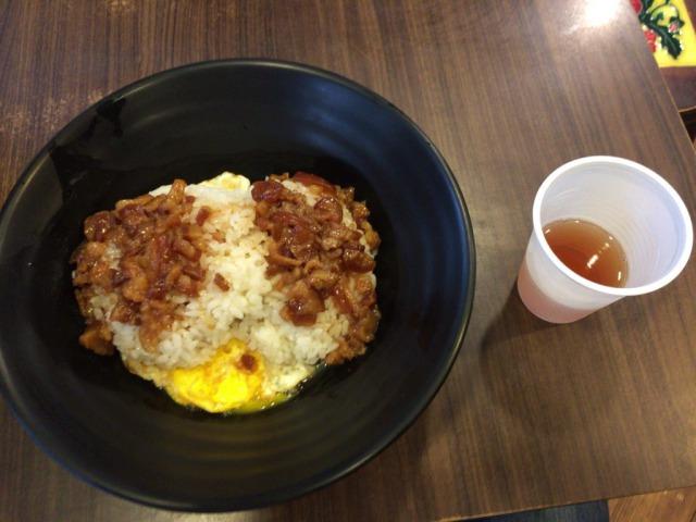 台北の中瘋滷肉飯