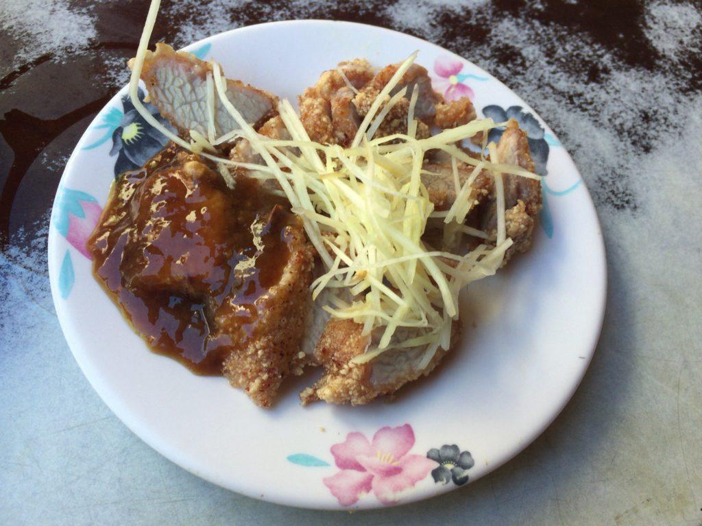 台北の民樂旗魚米粉湯の揚げた肉