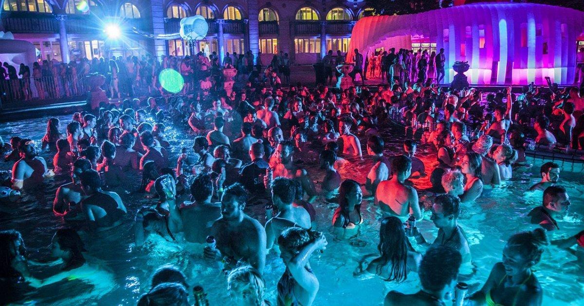 ブダペストのセーチェニ温泉のパーティ
