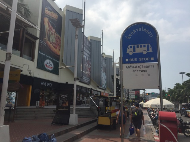 パタヤのレストラン BENIHANA ベニハナ バス停
